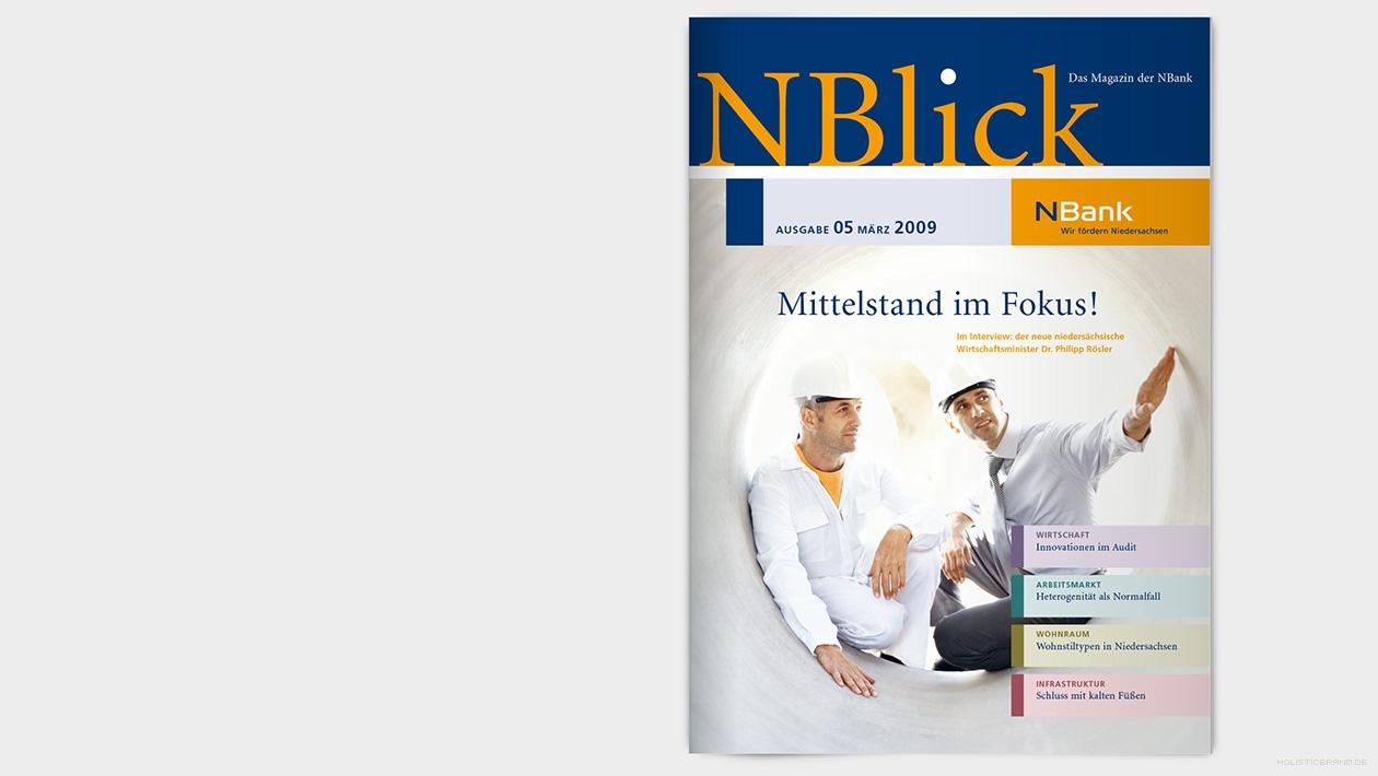 Layout eines Magazintitels: Zwei Männer mit Bauhelmen sitzen im Innern einer Betonröhre bei einer Besprechung
