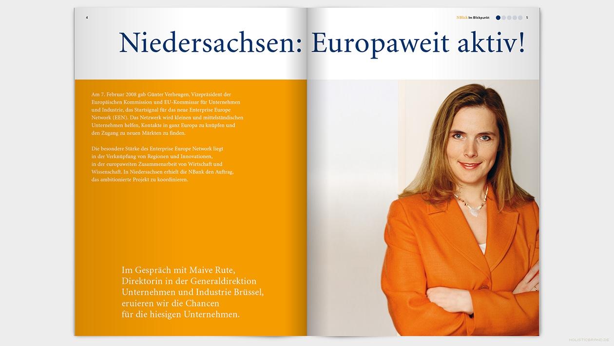 Layout einer Doppelseite mit Portraitfoto einer Frau und Text
